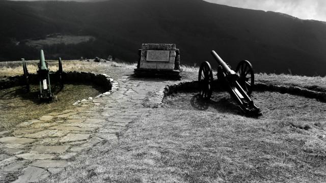 風景大砲モノクロ